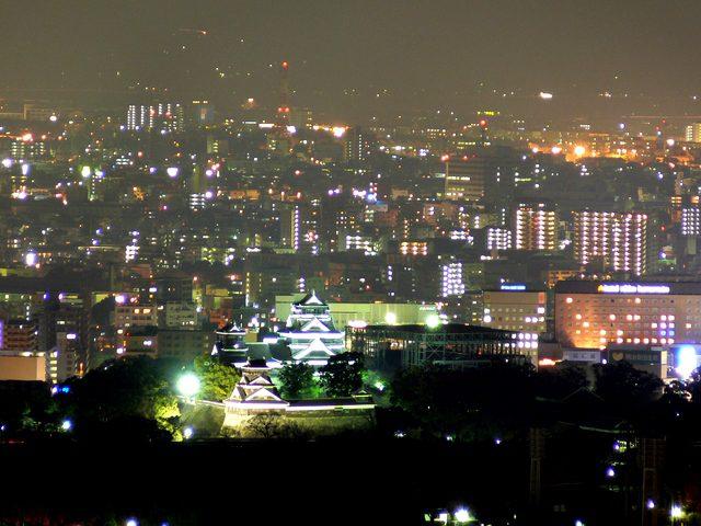 熊本城を望む